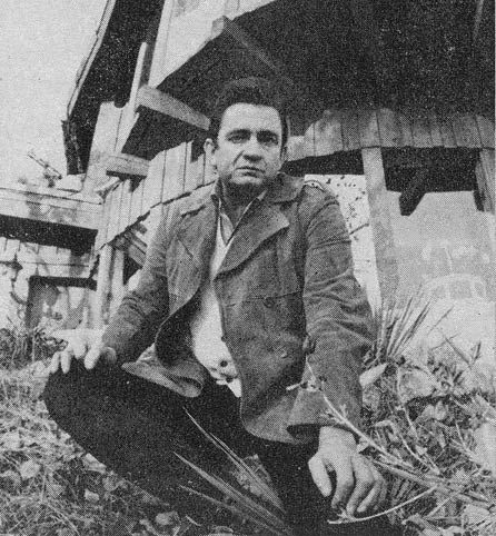 http://dylanesque.cowblog.fr/images/others/JohnnyCashHouse1969-copie-1.jpg