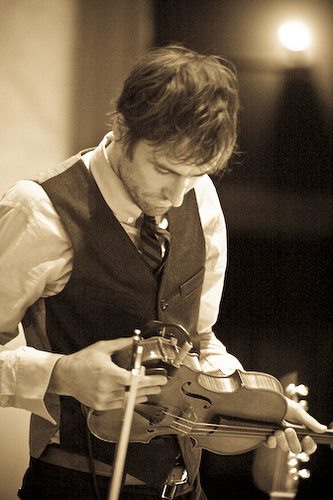 http://dylanesque.cowblog.fr/images/others/andrewbirdviolin.jpg