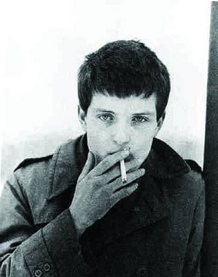http://dylanesque.cowblog.fr/images/others/iancurtis.jpg